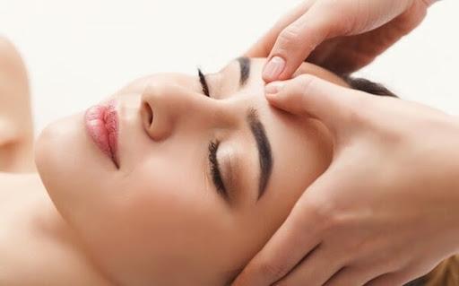 Kỹ thuật massage trán để thư giãn