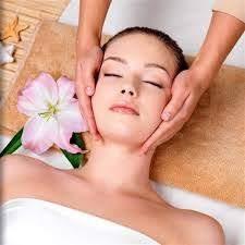 Massage hai bên má nhẹ nhàng