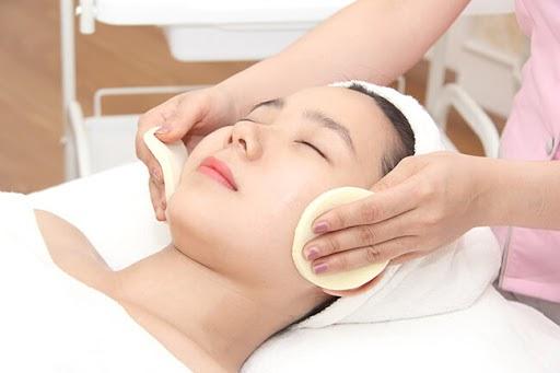 Massage mặt nâng cao từ các thiết bị hiện đại